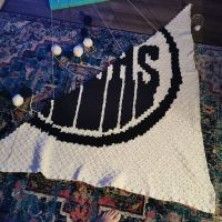Give me a S! And almost a R!! It's coming together. 🖤🖤 . . . #nnchandmade #crochet #cornertocornercrochet #graphgan #stitchfiddle #edmontonoilersblanket #nhl