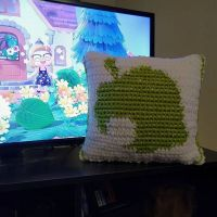 🌼🌱🦝🐾🏖️ this stupid animal game is everythingggg. horizons pillow ❤️ . ✨DA-9653-1205-1654 if you wanna visit! . . #acnh #animalcrossing #animalcrossingnewhorizons #geekcrochet #nerdcrochet #nintendo #crochetlife #nintendoswitch #stitchfiddle